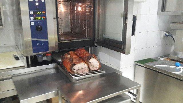 porchetta pronta con forno aperto
