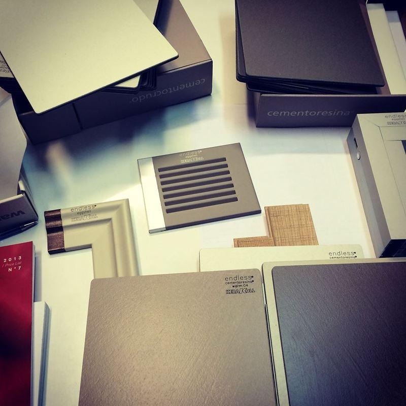 documenti su un tavolo