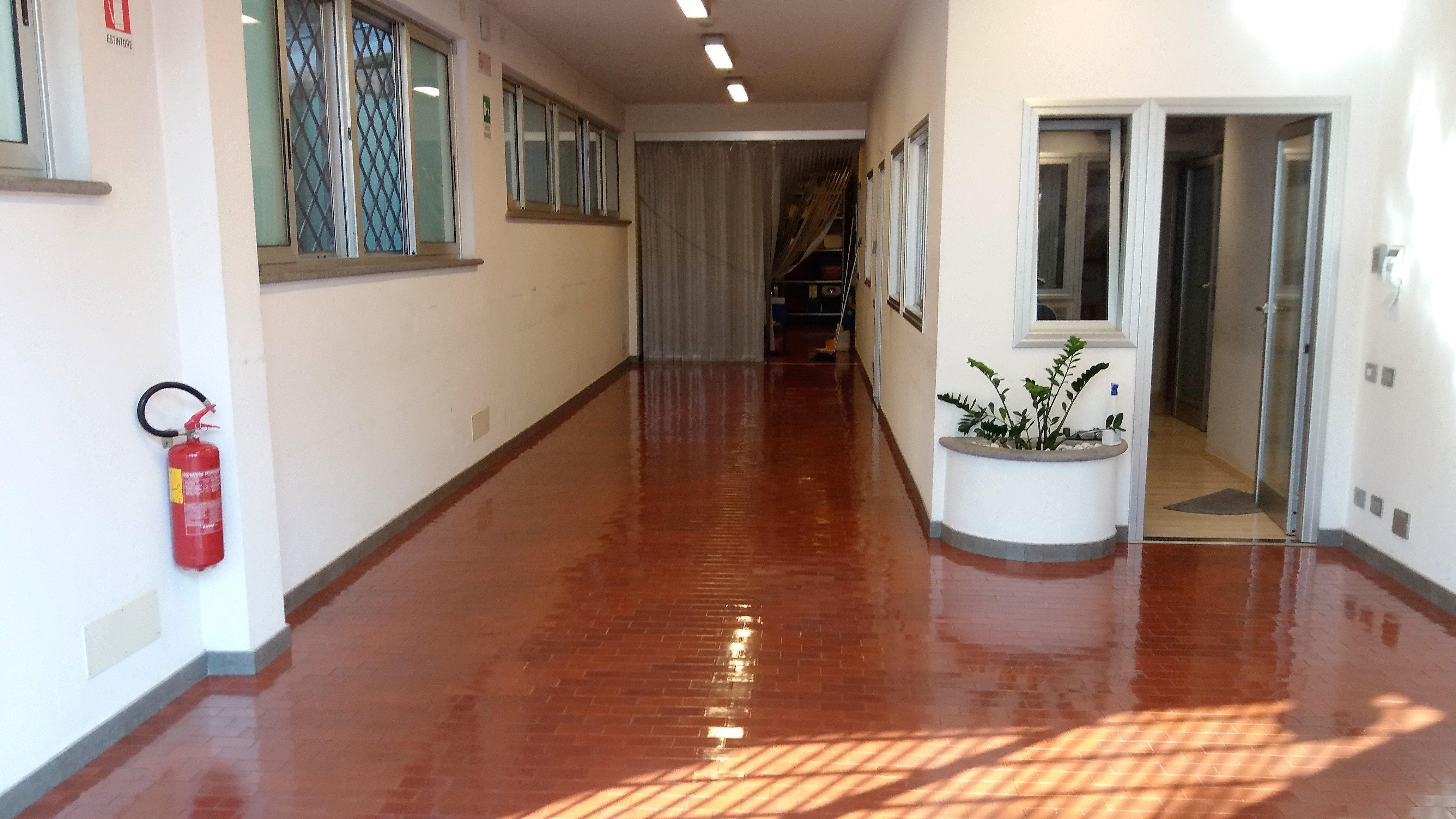 Pulizia di pavimenti per case e uffici a Roma