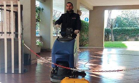 Pulizia dei pavimenti a Roma
