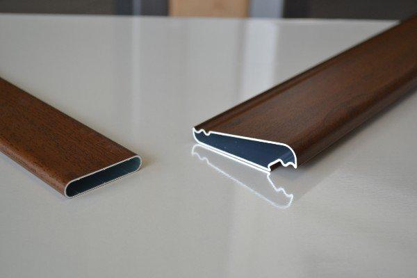 degli zoccolini in pvc color legno