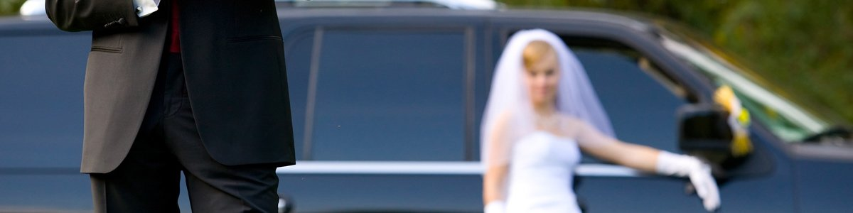 geelong and surf coast limousines bride with limo car