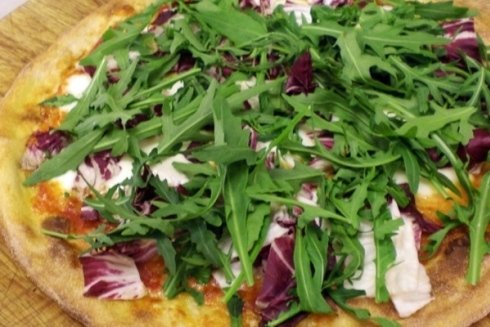 La pizza viene personalizzata con tutti i vostri ingredienti preferiti.