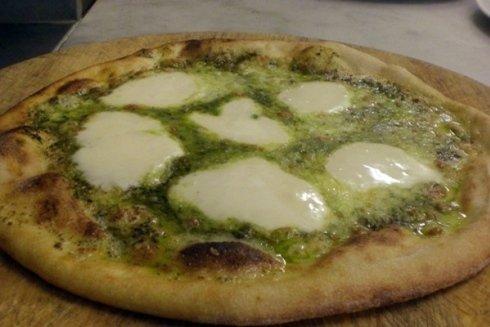La pizzeria La Paradisea si occupa della preparazione e della consegna di pizze a lievitazione naturale.