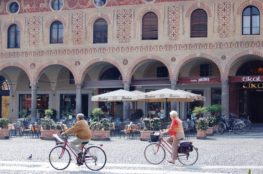 Small group tours to Italy enjoy hidden gems
