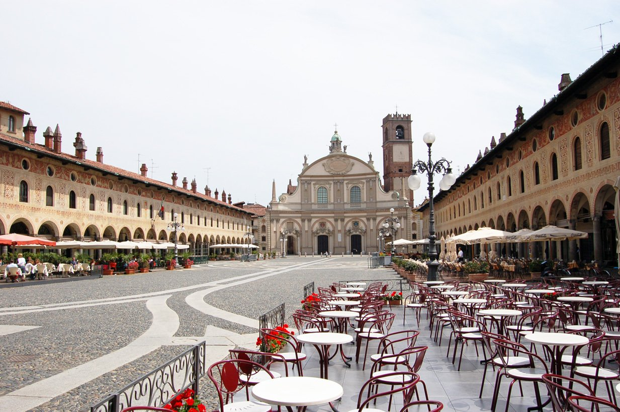 Piazza Ducale Vigevano Italy tours