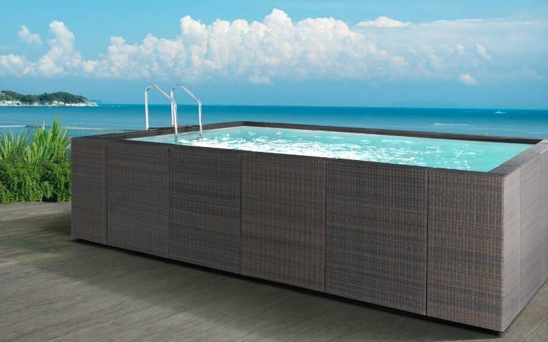piscina fuori terra marrone