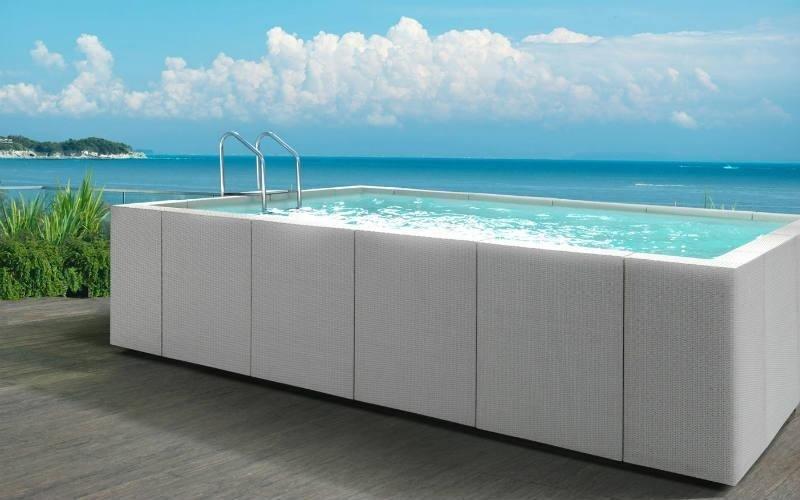 piscina fuori terra design bianca