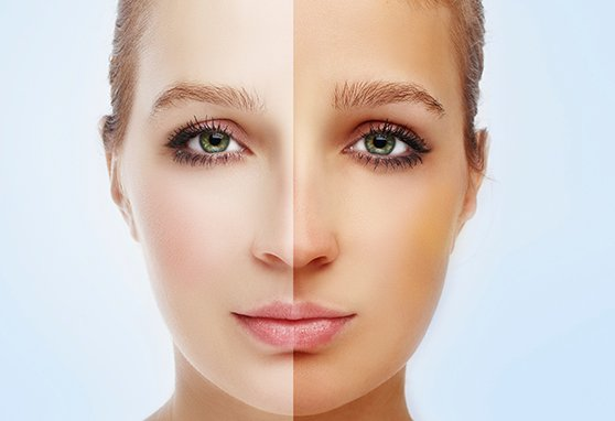 the makeup mirror result of spray tanning by an expert