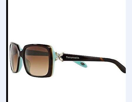 degli occhiali da sole Tiffany & Co