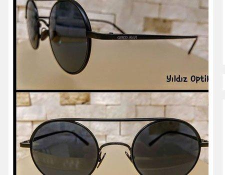degli occhiali da sole neri