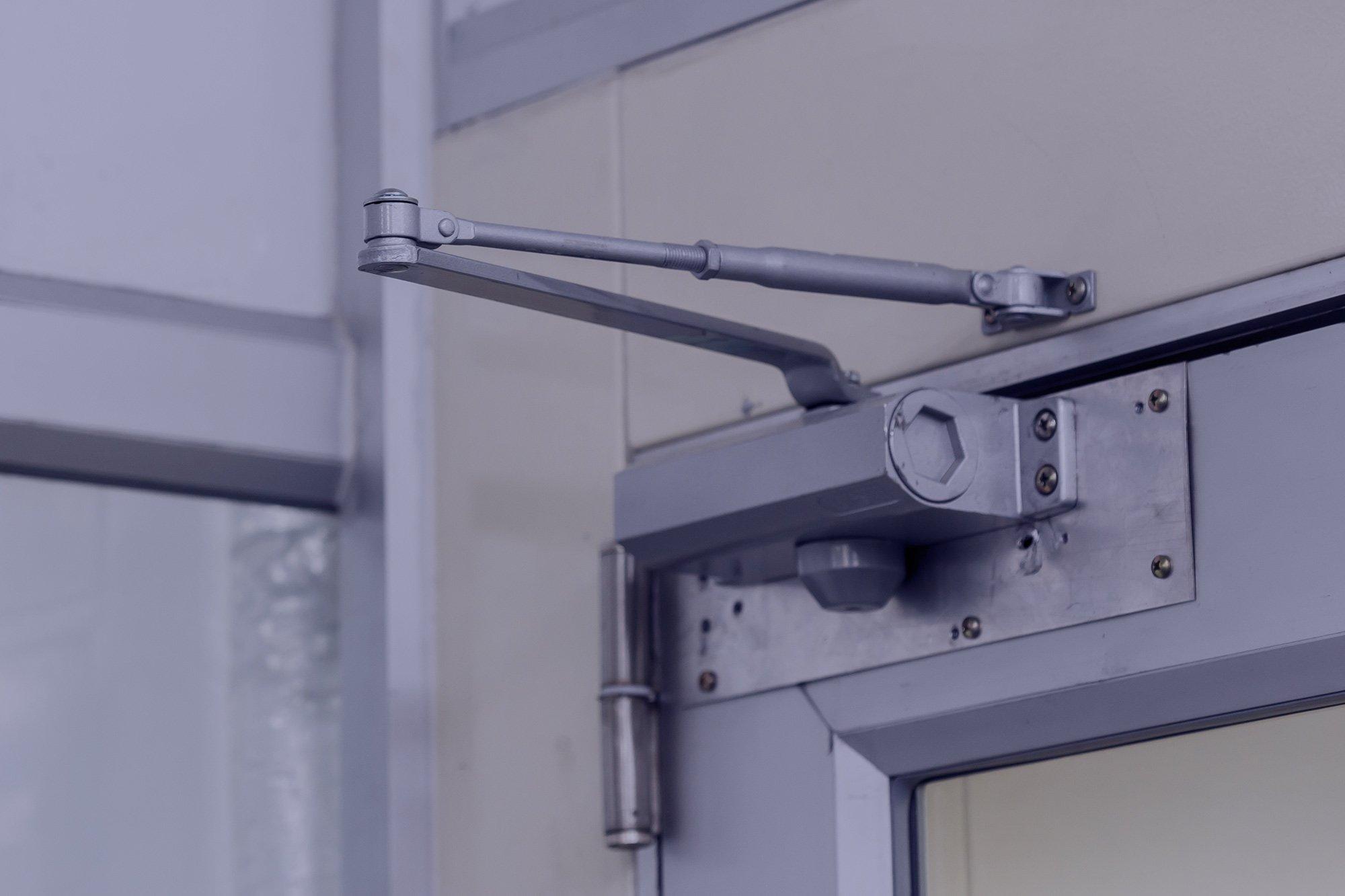 Techno Alfa srlS fornisce i servizi della riparazione e nell'installazione di serramenti