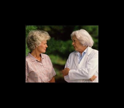 due signore anziane che chiacchierano