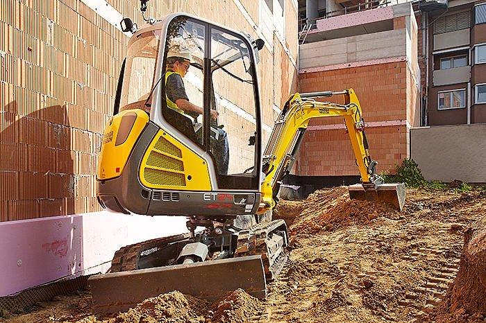 escavatore con coda