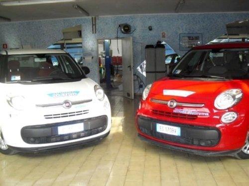 Due Mini di colore bianco e rosso per noleggio