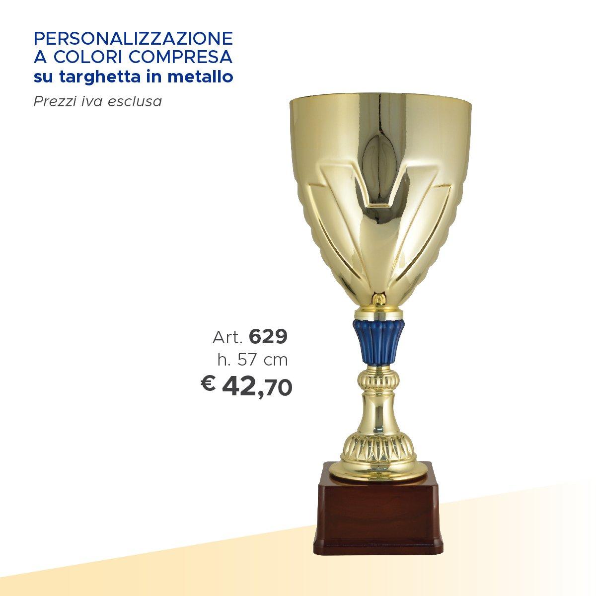 una coppa dorata e accanto i prezzi e le misure