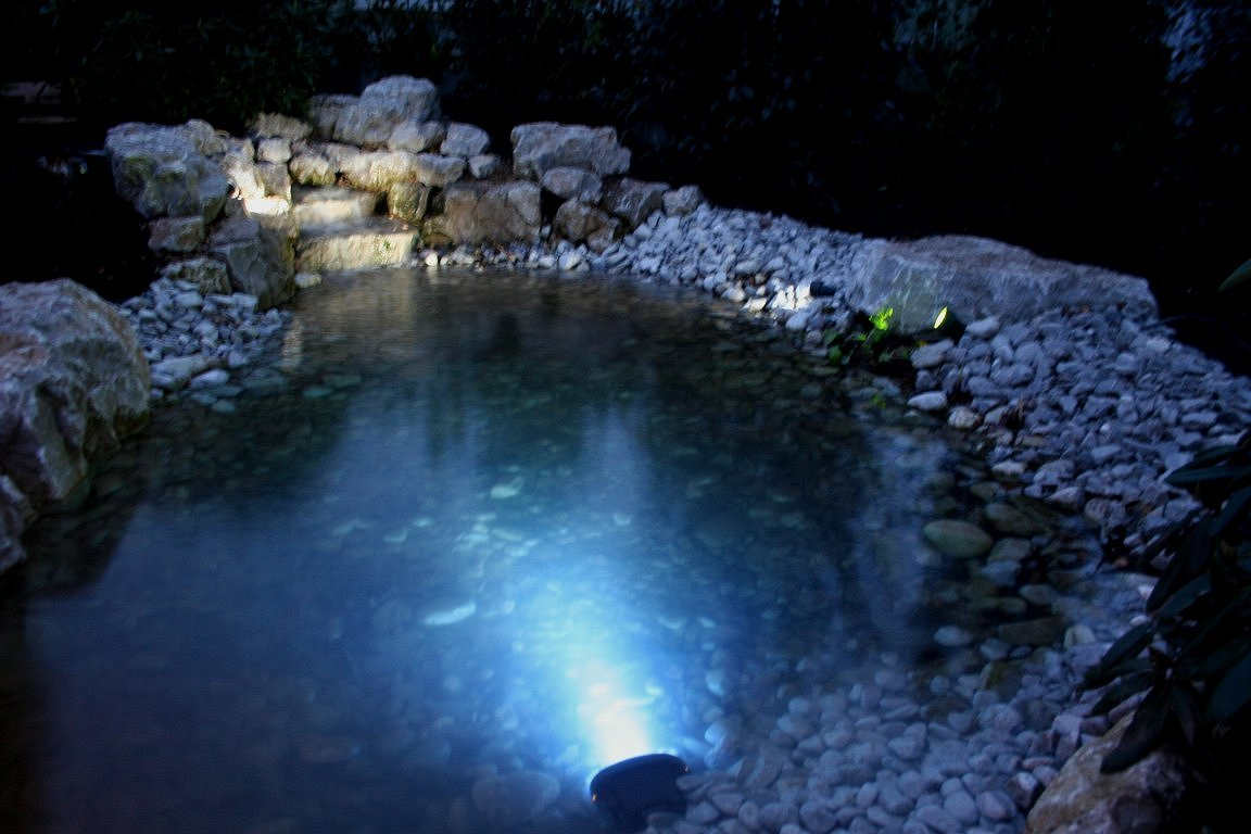 Garden and pond lighting installations in gloucestershire for Garden pond lights