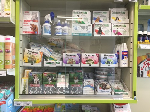 assortimento soluzioni detergenti antipulci o antizecche