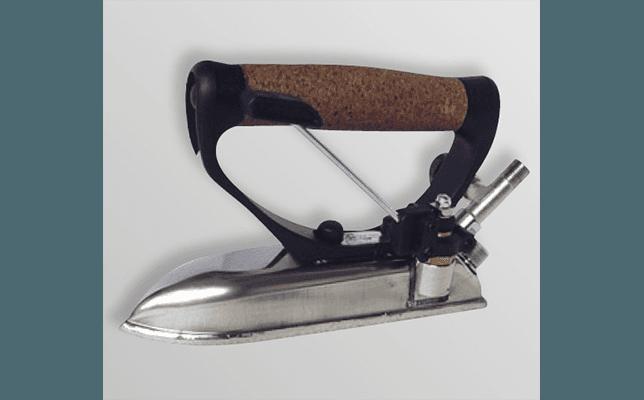 ferro da stiro apricuciture riscaldato a vapore