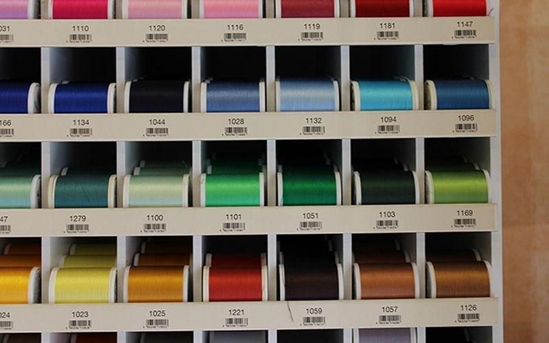 fili di vari colori