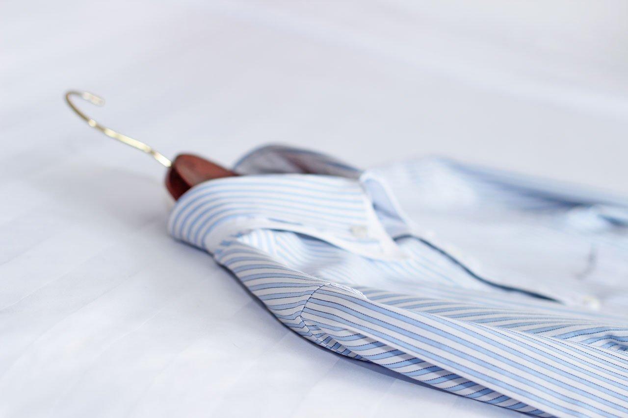 Una camicia che ha lavato in LAVANDIAMO ROSY  LAVAGGIO SELF