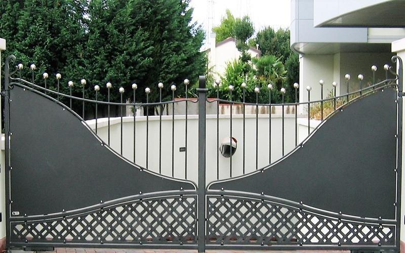 Cancello in metallo coin decorazioni a onda