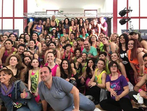 foto di gruppo di un corso di danza