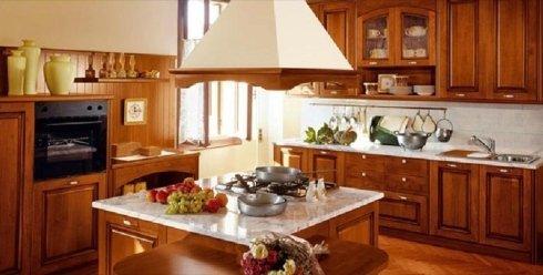 Cucina abitabile, cappa, cucina in legno