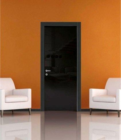 Installazione porte, montaggio porte, allestimento porte, lucido, nero