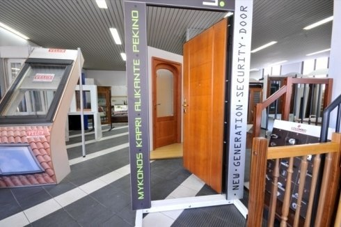 showroom infissi, porte a scelta, scale in legno