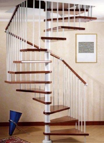 Scala in legno e metallo, scala a chiocciola, scala per soggiorno