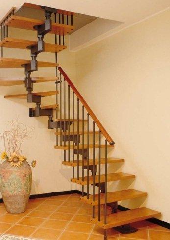 scala con scorrimano in legno alluminio, scala, scala per interni