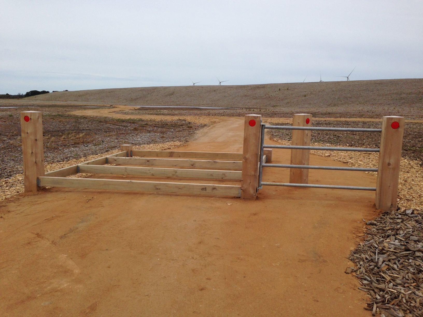 Post Amp Rail Fencing