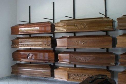 Casse funebri per la sepoltura.