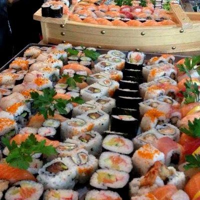 Vaschetta piena di sushi