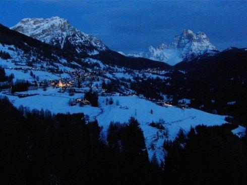 notte invernale tra le Dolomiti