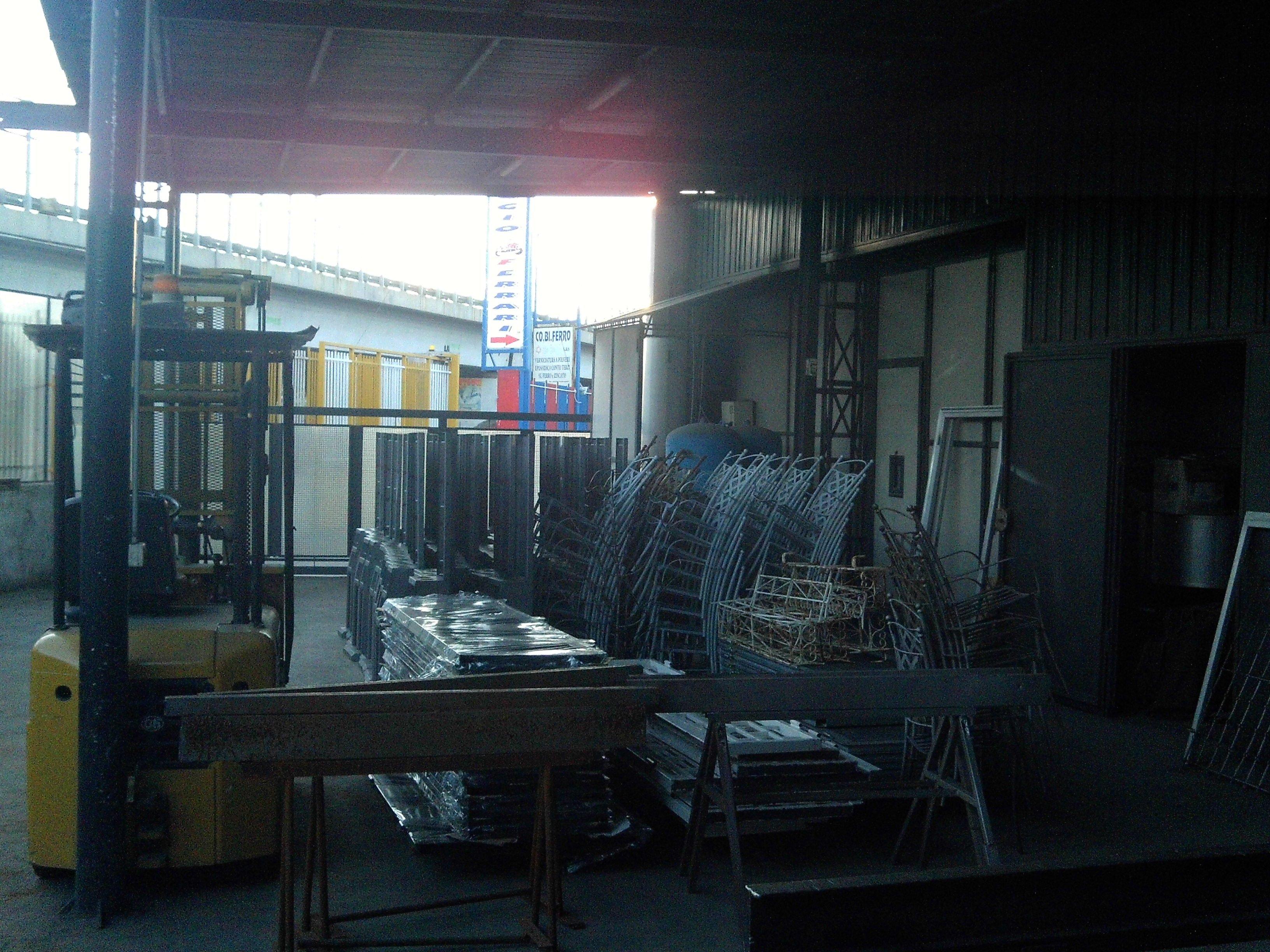 materiali in ferro nel magazzino - Verniciatura industriale - Napoli