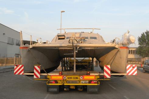 Balboni Gabriele Autotrasporti esegue la movimentazione di yacht ed altri veicoli.