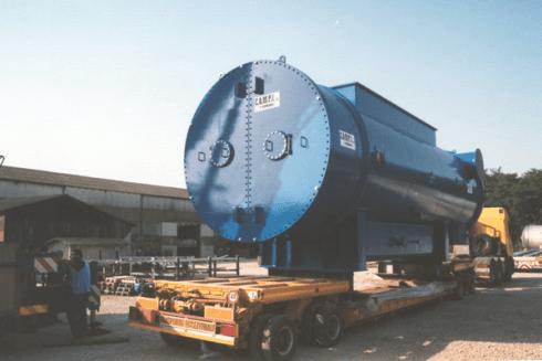 La Balboni Gabriele Autotrasporti esegue la movimentazione di grandi cisterne.