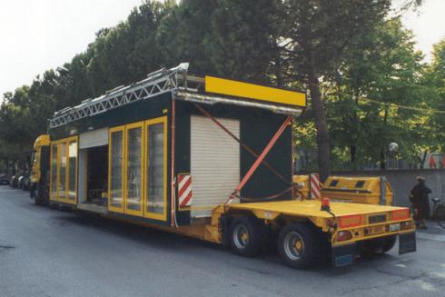 La ditta Balboni Gabriele Autotrasporti vanta camion in grado di spostare interi elementi edili.
