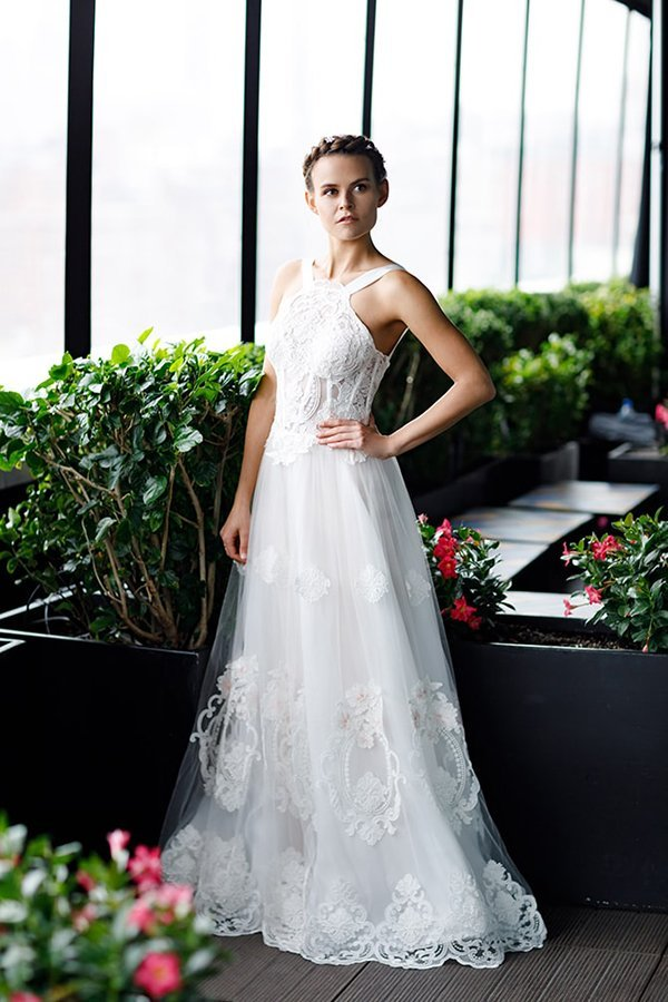 Image of a bride in a weeding dress