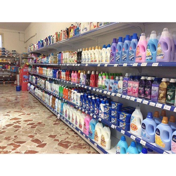 Detersivi, detergenti, saponi ed altri articoli per l'igiene esposti