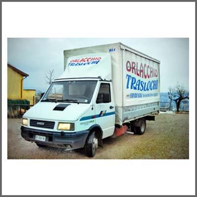 camioncino per traslochi ditta Orlacchio