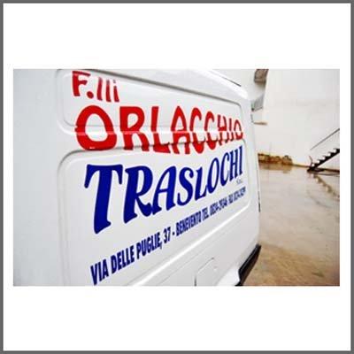 Dettaglio scritta Orlacchio su furgone