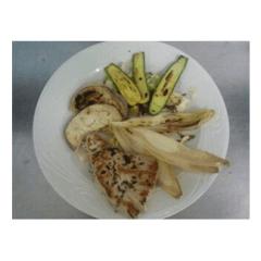 piatto misto con indivia e zucchine