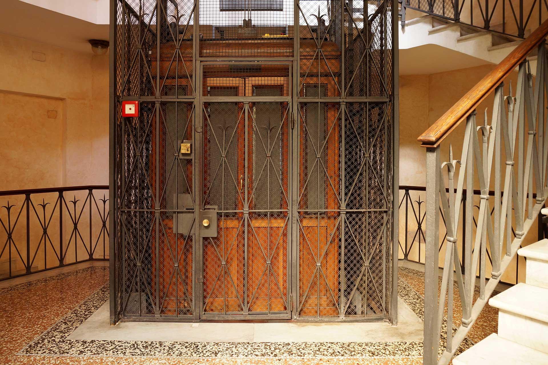 ascensore elettrico con rete