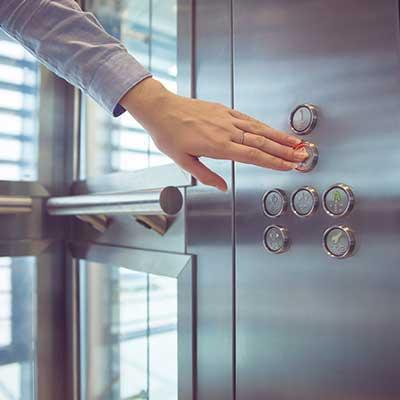 selezione piano da pulsantiera interna ascensore