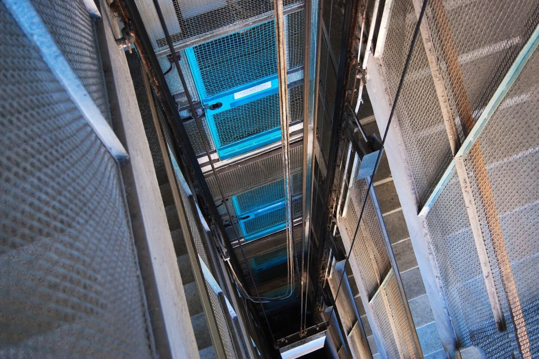 vano a rete metallica di un ascensore