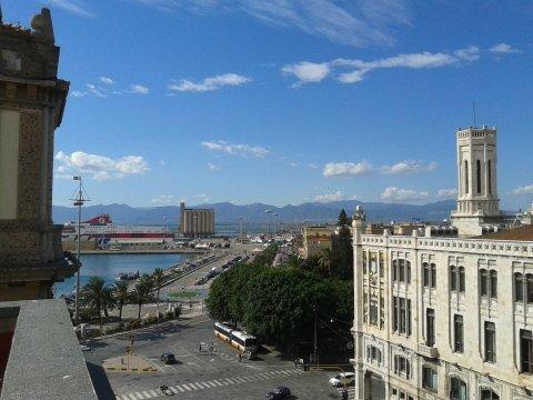 Hotel 2 Colonne: La vista dalle stanze del nostro albergo al Centro di Cagliari
