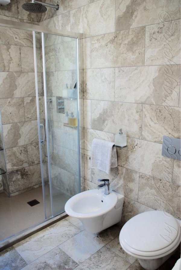 Rifacimento e piastrellatura bagni